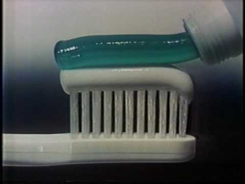 Aquafresh toothpaste commercial 1980 -T89bT2qI5Ec