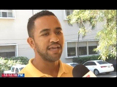 Estudiantes de la Universidad Autónoma de Santo Domingo (UASD) pidieron este sábado que saquen a los partidos políticos de la academia. Su clamor ocurre un día después  de los incidentes violentos que se dejaron una persona muerta durante las eleccio