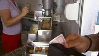 Como se hacen los buñuelos en España (el parque acuático de Vera)