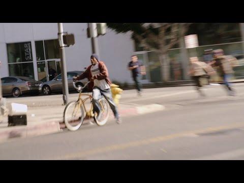 شاهد كيف هذا اللص سرق دراجة هوائية في شوارع لوس انجلوس في امريكا