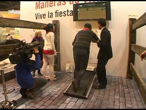 Video del simulador del encierro en fitur con un presentador corriendo
