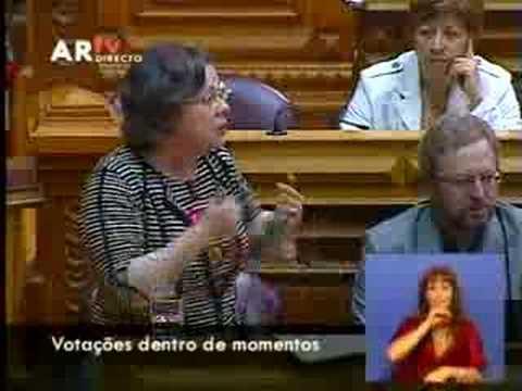 Helena Pinto defende equipas de apoio social nos consulados