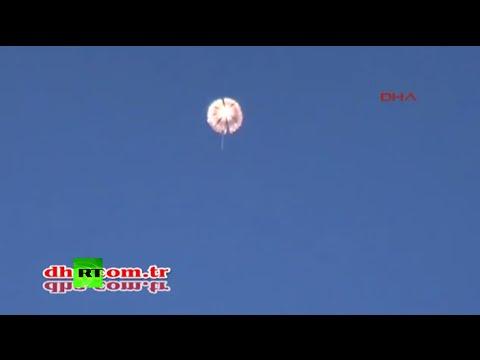Pilotos rusos recibidos a tiros por turcos mientras descendían en paracaídas.