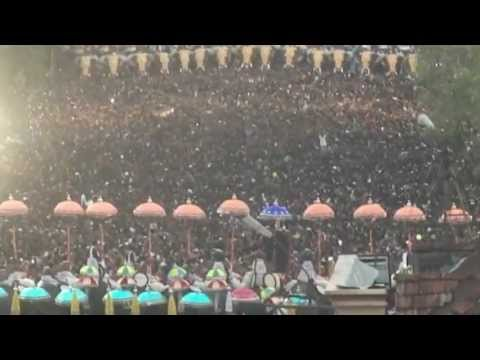 Thrissur Pooram Kudamattam 2012 [1/2]