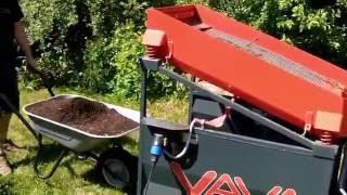 LS12 Kompost sieben / Screening of Compost