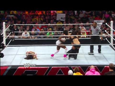 Naomi vs. Brie Bella: Raw, April 29, 2013