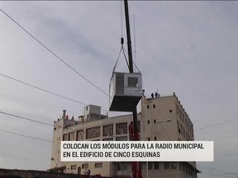 Así colocaron los módulos para la radio municipal en el edificio de Cinco Esquinas