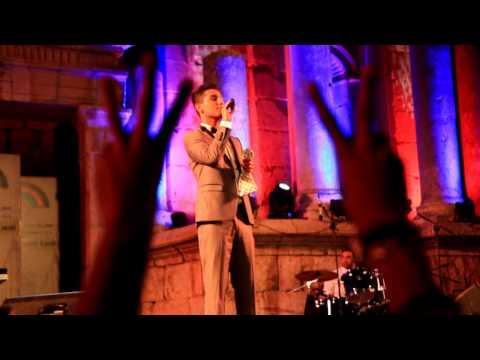 شاهد محمد عساف يغني في مهرجان جرش في الاردن