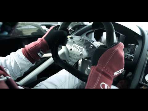 Audi France und ein Audi R8 auf der Rennstrecke