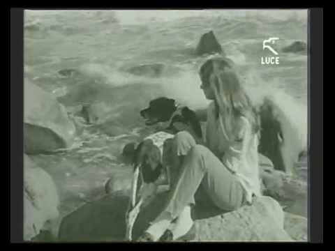 Catherine Spaak a Capo Carbonara durante le riprese del film LA CALDA VITA / 28 Novembre 1963