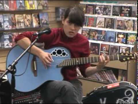 Kaki king playing with pink noise live