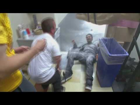 Jackass 3d - Wee man pranks Bam Margera. High Five [HD]
