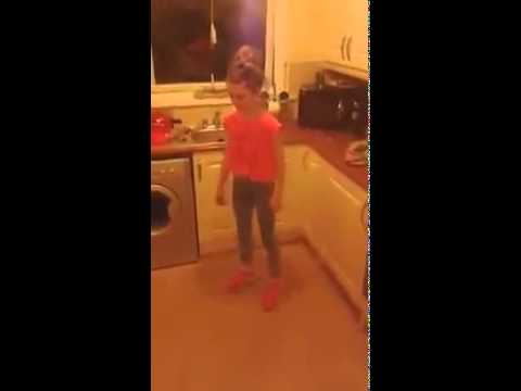 Young girl shuffling (shuffle)