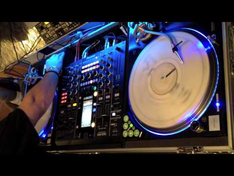 THEO B - Drum & Bass serato mix with djm 2000 & novation dicer