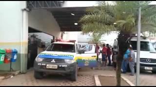 VEJA O V�DEO DO MOMENTO EM QUE POLICIAIS MILITARES BALEADOS S�O SOCORRIDOS PARA O JO�O PAULO II