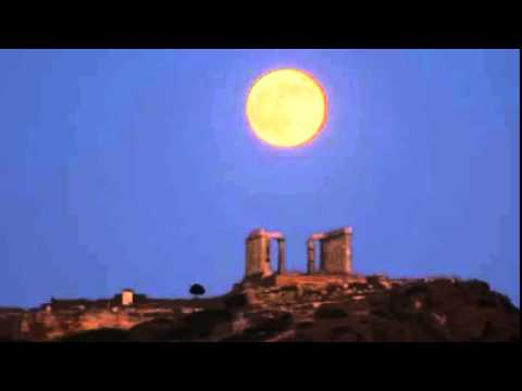 Huge 'supermoon' hovers over ancient temple in Greece  7/12/14   (Moon)