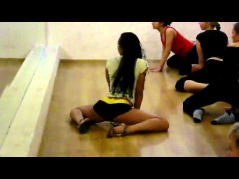 Seksi lekcija – mrda guza u ritmu muzike za ples