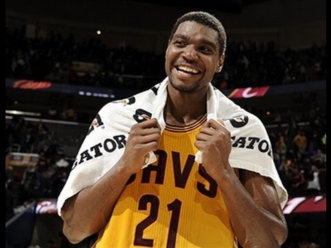 Andrew Bynum's Double-Double Guides the Cavs Over the Bulls