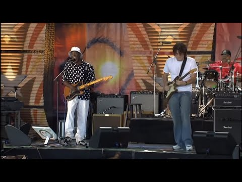 Buddy Guy & John Mayer - What Kind of Woman Is This? (Live at Farm Aid 2005)