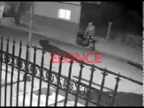 Robaron dos motos en la misma cuadra este mes y la cámara de un vecino grabó ambos hechos