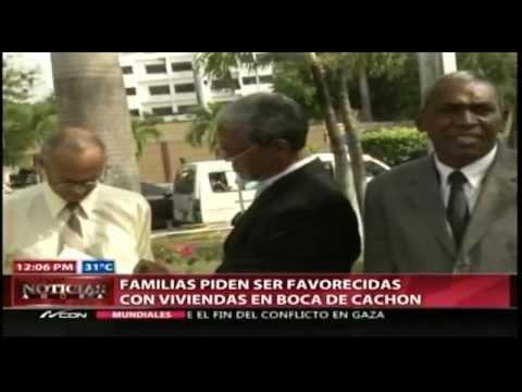 Familias de Boca de Cachón protestan frente al Palacio Nacional
