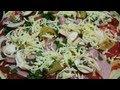 Рецепт: Пицца Ассорти с ветчиной и салями.