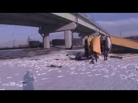Фура упала с моста после ДТП