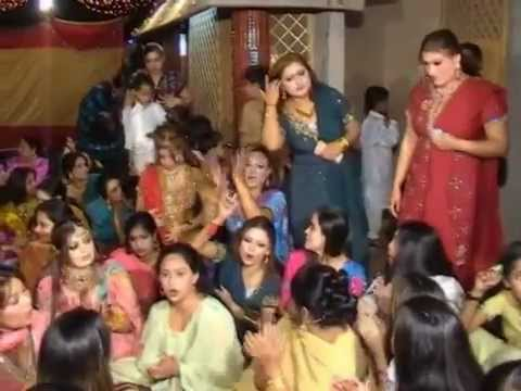 Maryam Nawaz Sharif Mujra His Borther Wedding 2012