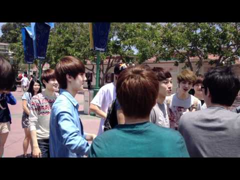 EXO @ DISNEY LAND [lay & D.O dance to MAMA]