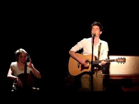 Arnaud Lilian, vidéo duo, Cover Gare au train de Yves Jamait, tremplin Vive la reprise 2013 à Thou Bout d'Chant. Julia Colmet Daage (violoncelle)