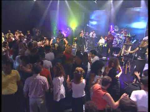 מחרוזת קן של אהבה אייל גולן (מתוך הופעה) Eyal Golan