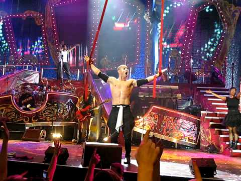 Pink Get the Party started live (funhouse tour) 2009