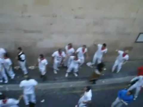Riki Reynold - Corriendo en la cuesta de Santo Domingo en el ultimo encierro San Fermín 2012.