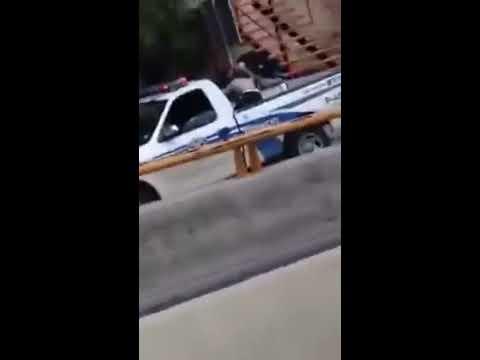 Policía de Tijuana golpea a un indigente