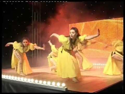 Fraules (Elena Ninja)  dancing Hip-hop, improvisation to life music and folk modern!