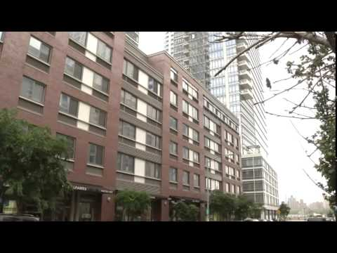 In NYC, Clash Over 'Poor Doors'  8/18/14    (Rich vs Poor)