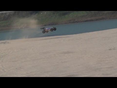 RedCat Racing Hurricane XTE Sand Bashing