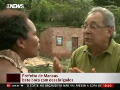 Prefeito de Manaus bate boca com desabrigados e diz, então morrer