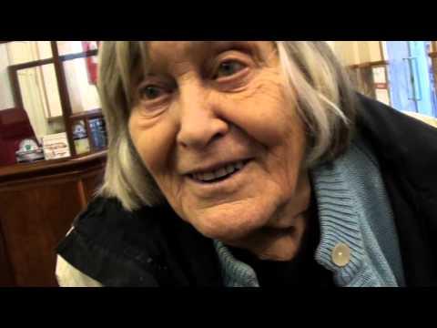 Margherita Hack: l'amore, il futuro e le biciclette su Marte (intervista - Lucca 4.12.2010)