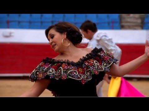 Aida Cuevas - Y con todo y mi tristeza (Video Oficial HD)