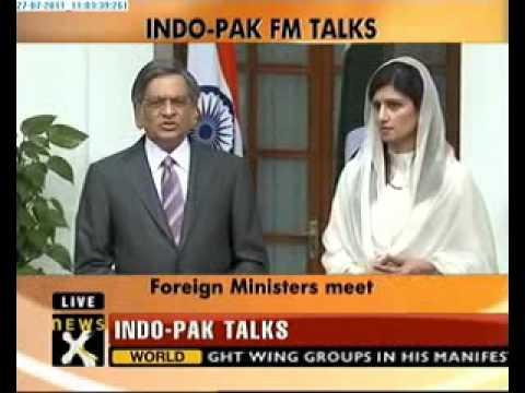 SM Krishna meets Pak foreign minister Hina Rabbani