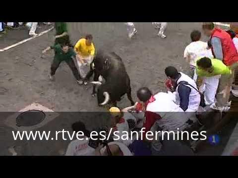 Tres corneados en el tercer y lento encierro de San Fermín 2012, de Cebada Gago