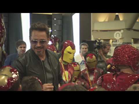 Robert Downey Jr. Crashes a Kid's Iron Man Costume Contest at Comic-Con 2012 - UCJ3P8KTy3e_dqYk5inEYOMw