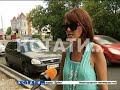 Фрагмент с начала видео Авто-хамы, объезжавшие пробку по «встречке», напали на семью водителя, который их не пропустил