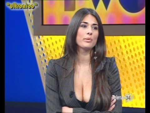 Maria Mazza a Number Two su Telenapoli - scollatura tettone 16-01-06