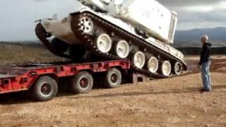 戦車がごろーんと横に倒れるハプニング