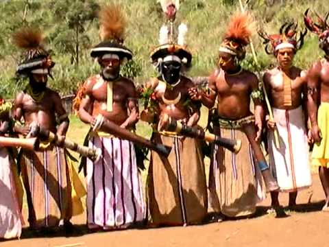 Papua New Guinea: Sing Sing Dance in Tari Highlands