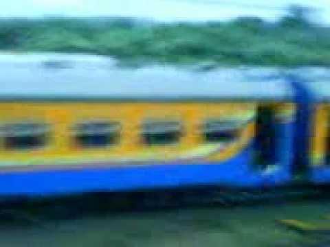 lihat setelah kereta lewat .. perhatikan !!! ada bayangan putih transparan .. Menurut kalian itu nyata nggak?