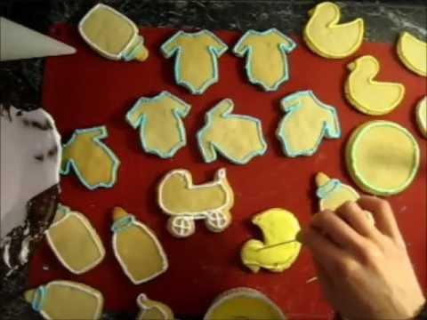 Using Royal Icing to Decorate Cookies تزيين البسكويت بالكريمة الملكية