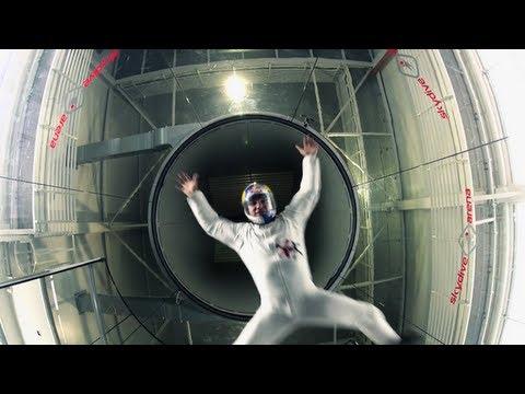 Koreografija u tunelu u kome vežbaju padobranci